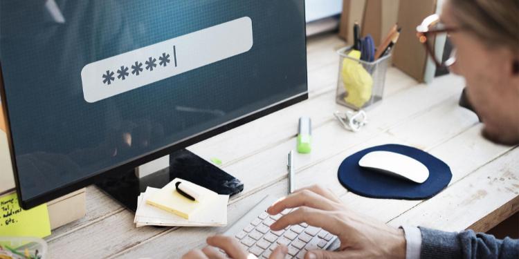 Wat zijn de voor- en nadelen van browsergebaseerde versus zelfstandige wachtwoordmanagers?